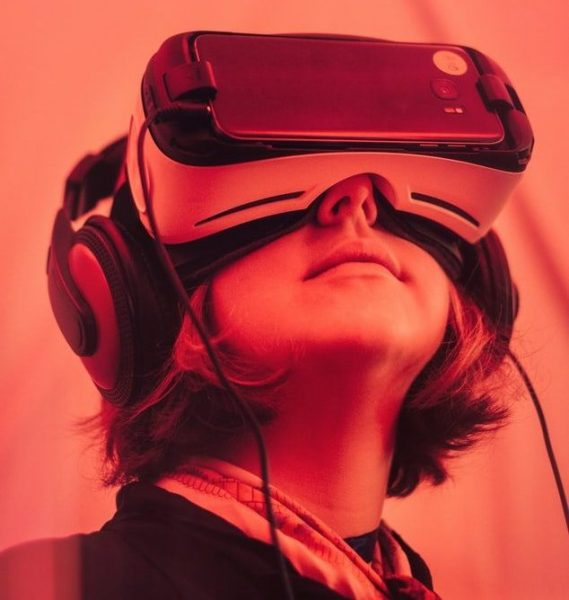 VR goggles the safest financial strategy for tech startups 1